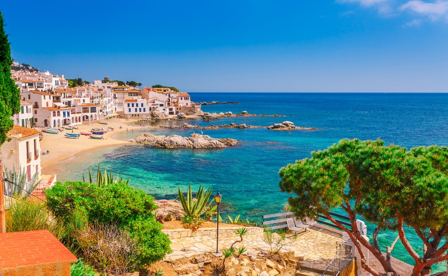 Spanish coastal areas are still seeing a strong demand from buyers overseas.