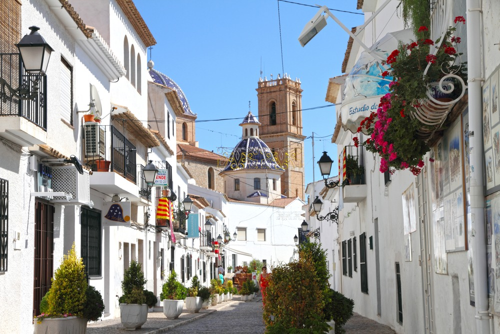 In Altea, you'll find a really authentic Spanish town with traditional white houses | Buying property in the north of the Costa Blanca
