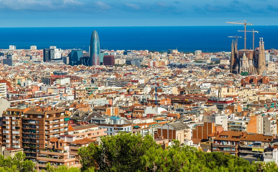 panoramic-view-of-barcelona-from-park-guell-in-a-summer-day-in-spain