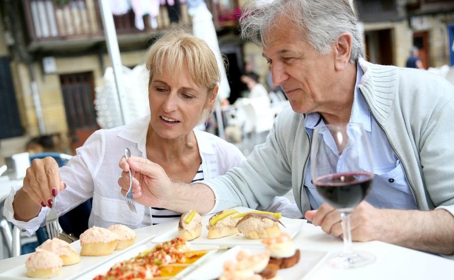 senior-couple-eating-spanish-fingerfood-in-spain