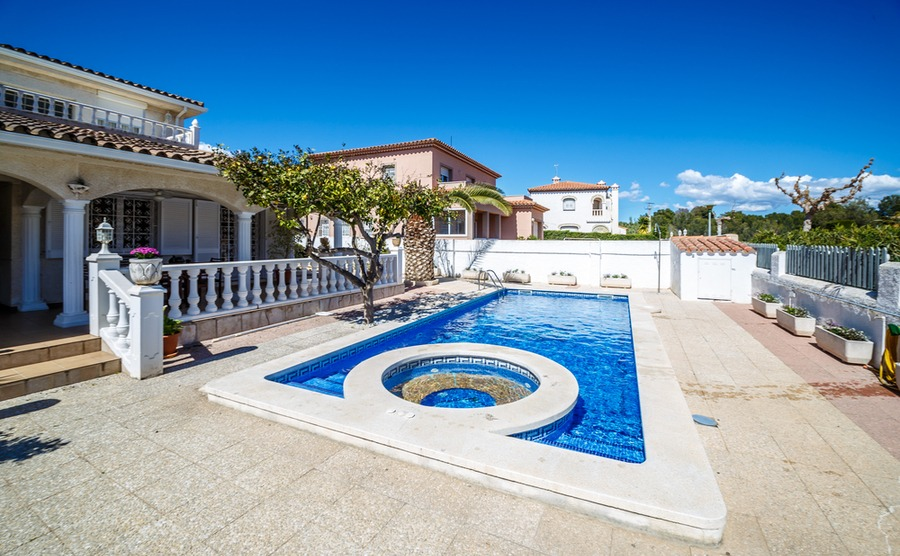Holiday home insurance in Spain is an important component of renting out your property.