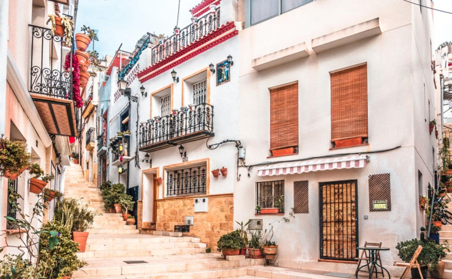 Make sure you keep the upper hand when you make an offer on a house in Spain.