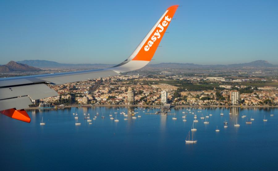 A plane arrives in Murcia (Sarnia / Shutterstock.com)