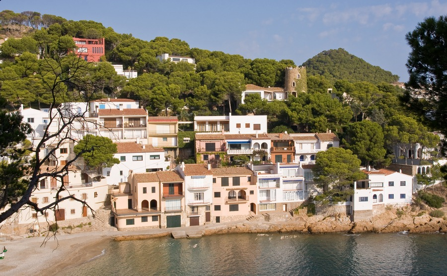 The Costa Dorada is full of charming small villages, making it one of the best places to areas in Spain.