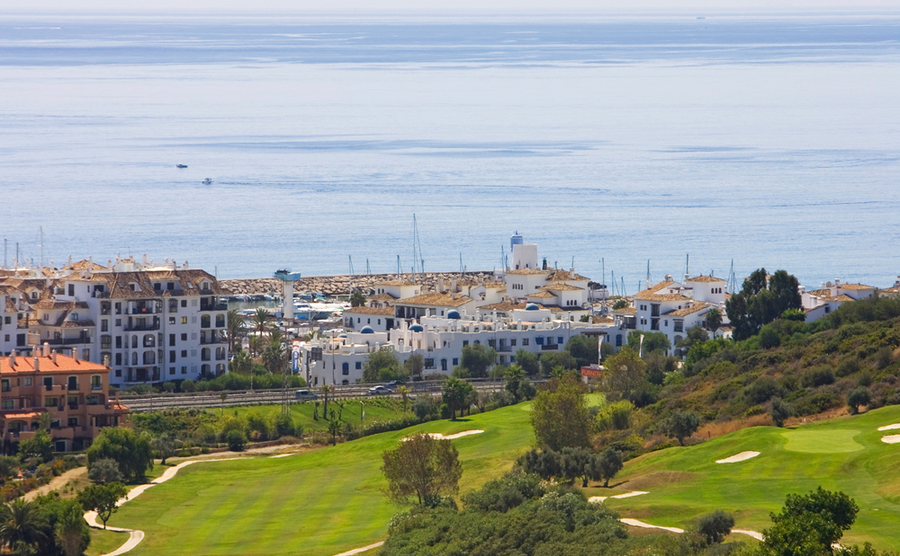Spanish golf by sea