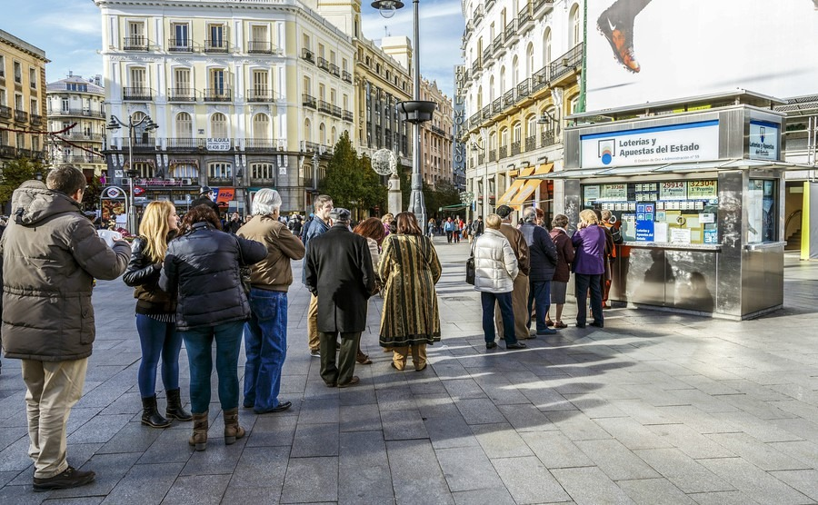 typical-christmas-queues-to-buy-national-lottery-in-the-famous-puerta-del-sol-in-madrid-spain
