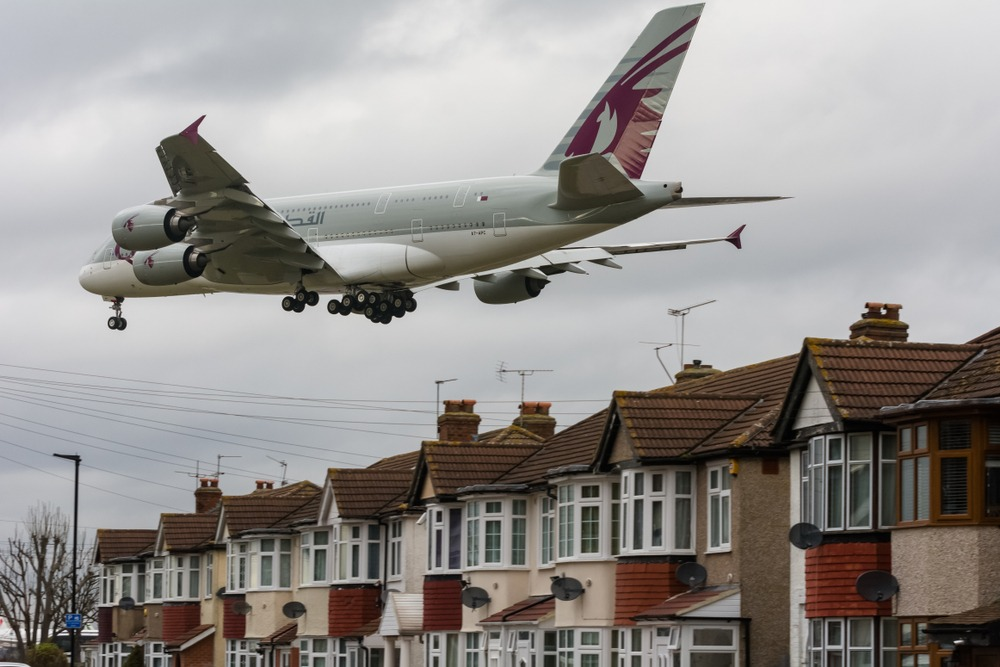 Qatar Airbus lands at Heathrow