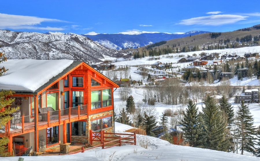 beautiful-colorful-landscape-in-snowmass-a-ski-resort-with-a-background-of-a-small-residential-area-small-huts-surrounded-by-trees-hdr-image-in-aspen-colorado