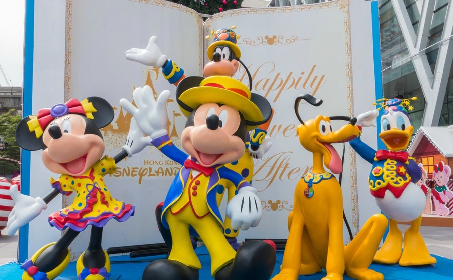 disney-character-during-christmas-festival