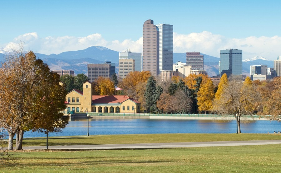 downtown-denver-skyline-on-a-bright-autumn-morning-with-city-park-in-the-foreground