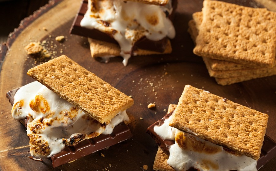 homemade-gooey-marshmallow-smores-with-chocolate