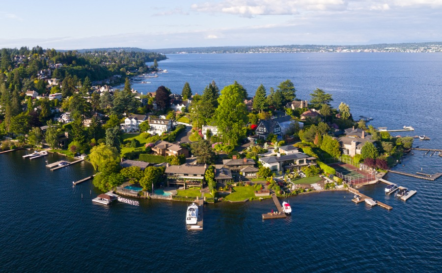 Why to move there and where to live in Seattle