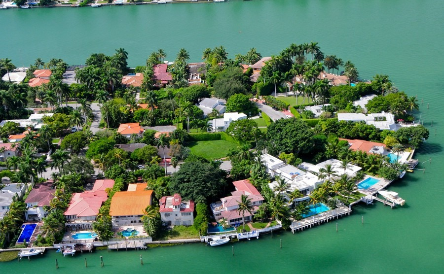 luxurious-homes-on-venetian-islands-miami-beach-florida-usa