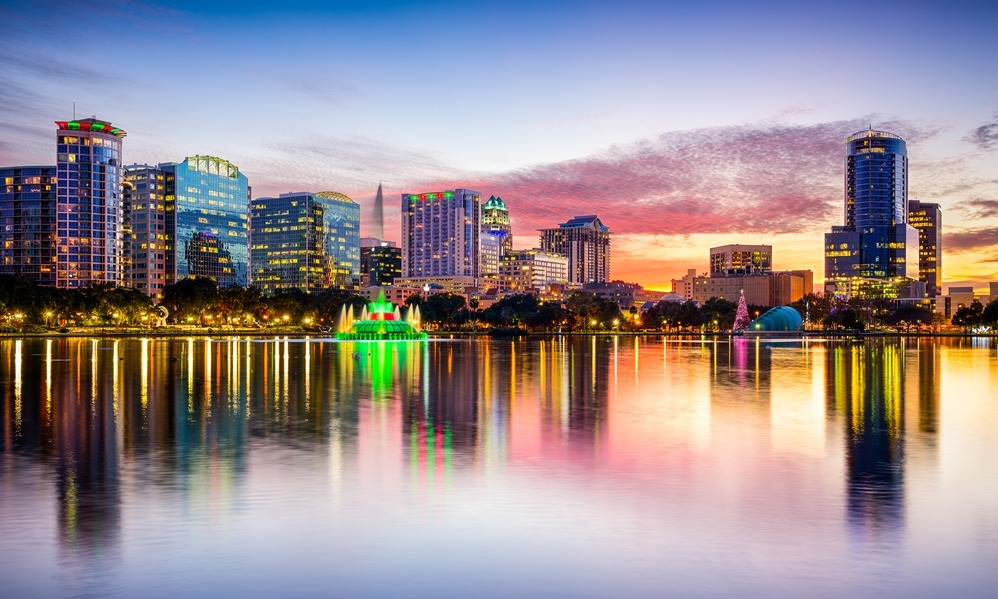 orlando-florida-usa-downtown-city-skyline-from-eola-park