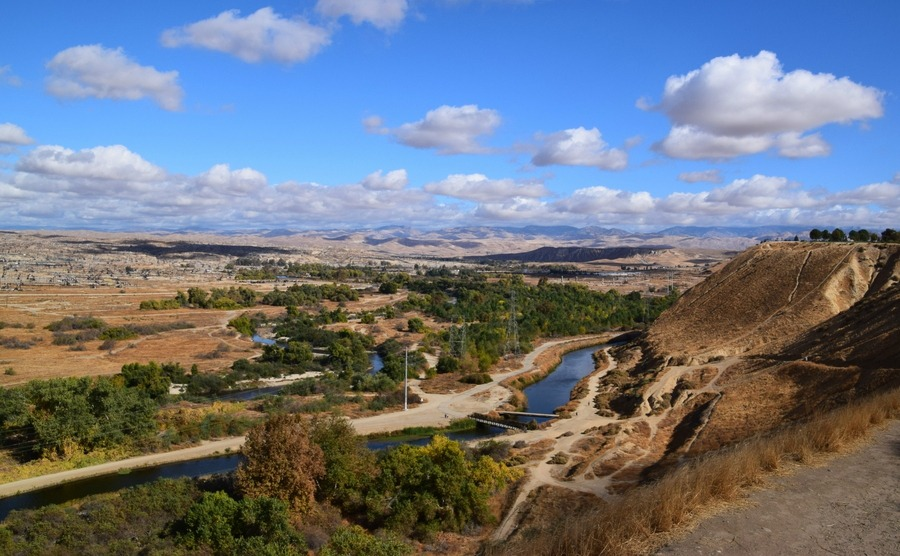 Bakersfield is surrounded by beautiful nature, despite having some of the cheapest homes in the US