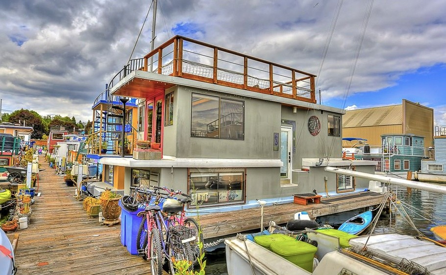 A property in Washington State, a houseboat in Seattle.
