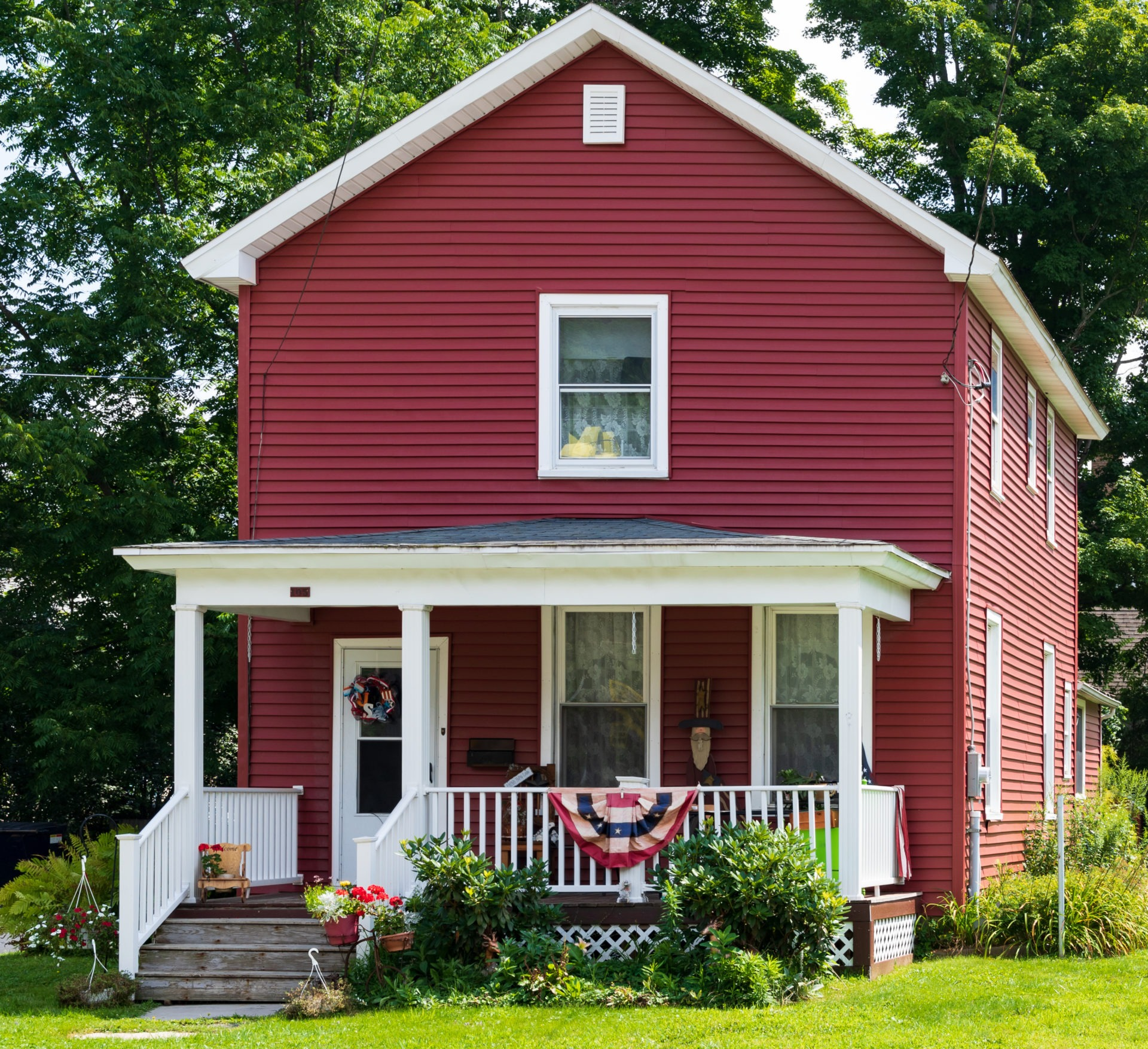 A shotgun house is long and narrow. Traditionally, they'd have matching ones built very close, but, if they've been demolished on either side, you can get yourself a long garden plot.
