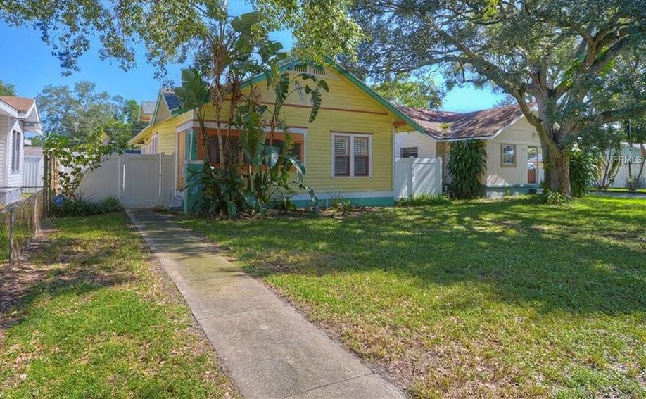Move to Central Florida: This St Petersburg detached house with three bedrooms is being sold for only $279,000.