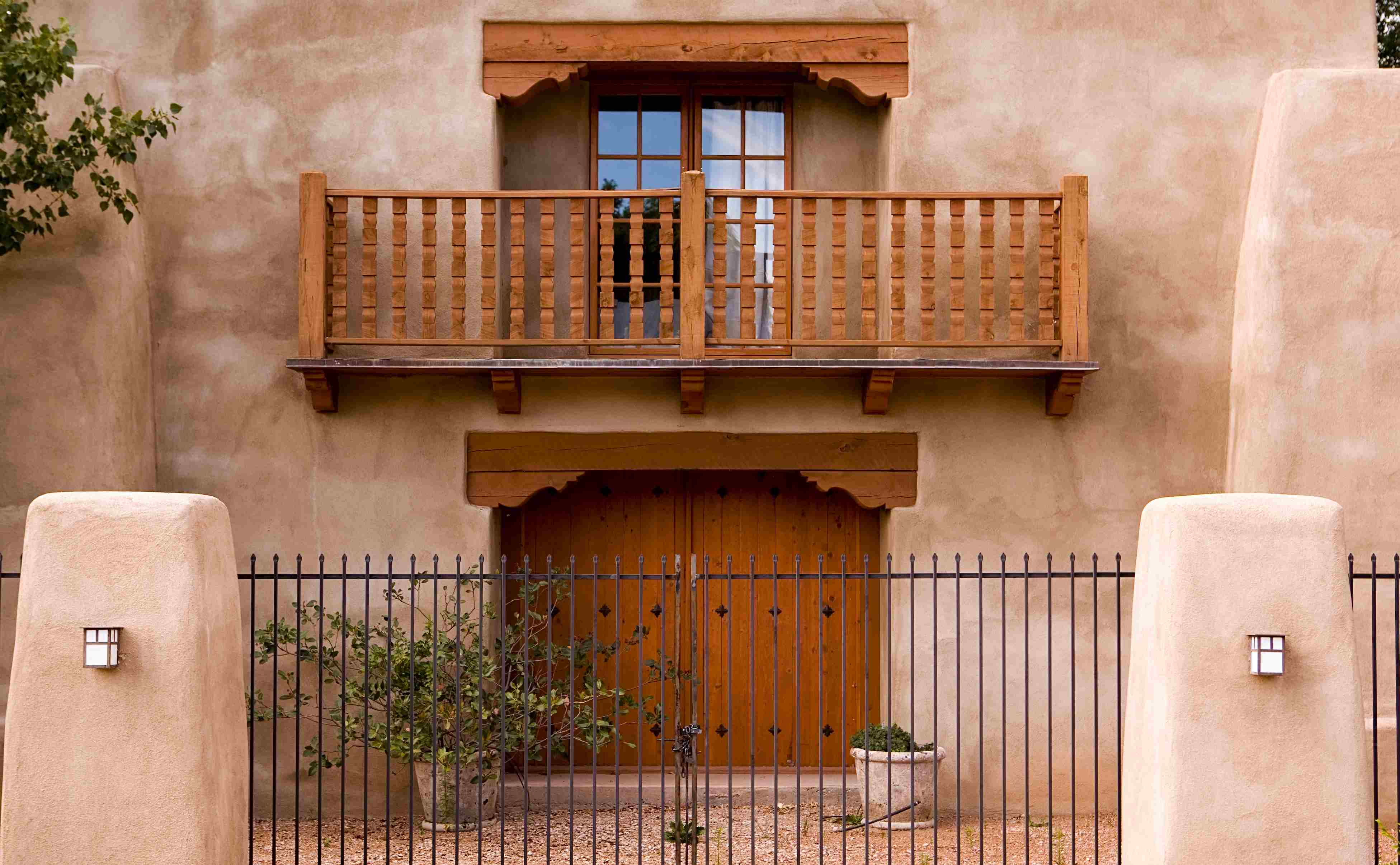 USA property like this home in New Mexico can exhibit vernacular features, making them an interesting choice for expats.