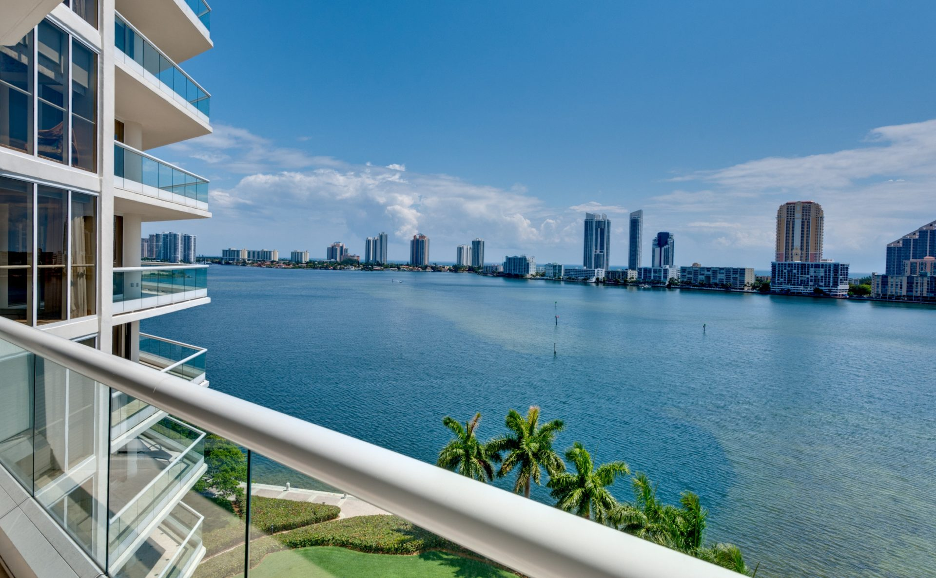 A picture of an apartment in Miami – a good example of the kind of USA property an expat could buy.